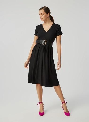 Monamoda V Yaka Loose Fit Krinkıl Elbise Siyah